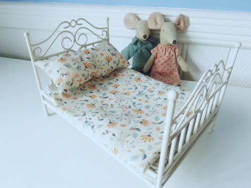 Maileg, Micro Vintage Bed - Soft Sand