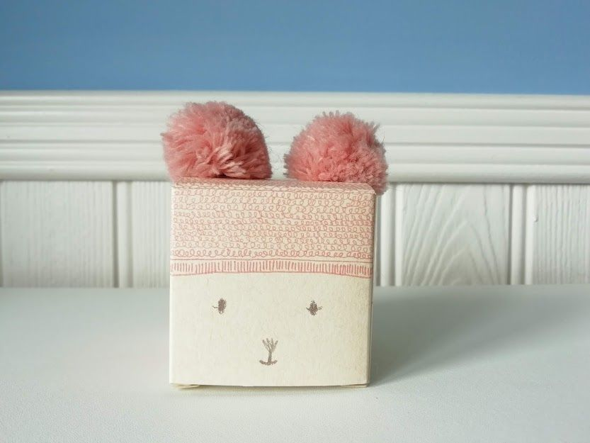 Maileg, Knitted hat with pompom - Heather