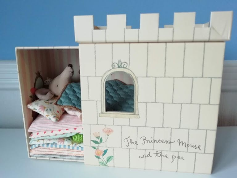 Maileg, Princess and the Pea Castle (Pink) Damage to corner of castle