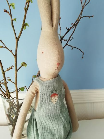 Maileg, Rabbit Size 4 in Turnip Overalls