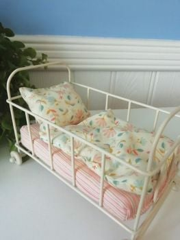 Maileg, Baby Cot Metal - Micro Size (Floral Set)