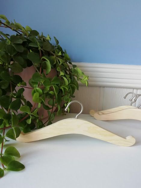 Minikane, Wooden Hanger