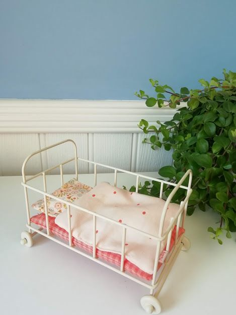 Maileg, Micro Metal Cot  (Pink Spots)