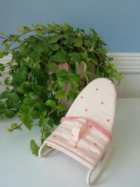 Maileg, Micro Baby Bouncer (Pink Spots)