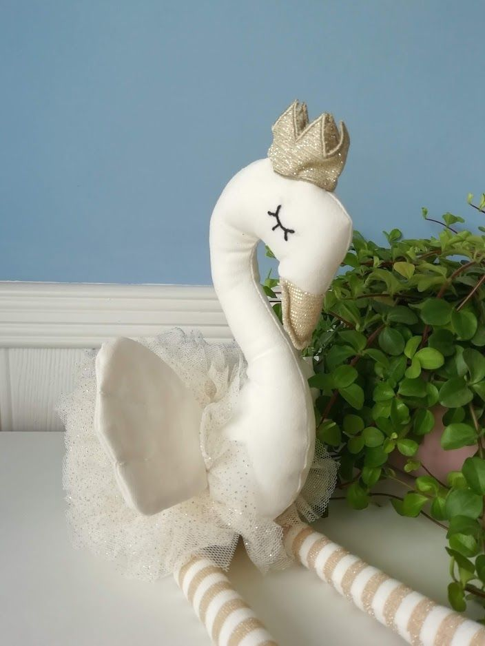 Wilberry, White Dancing Swan w Gold Crown