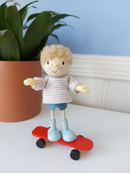 Tender Leaf, Edward and his Skateboard