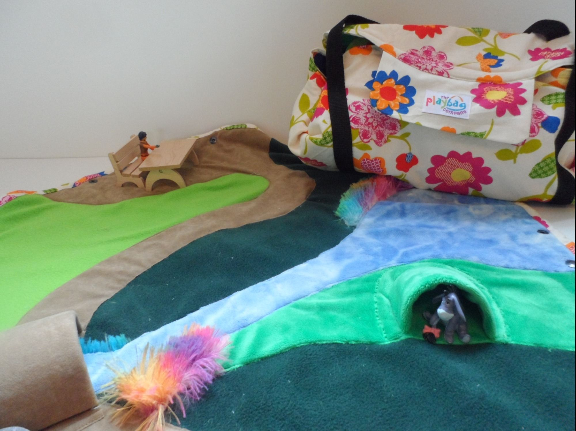 Play mat and toy bag in one. The Shire PlayBag Maxi.