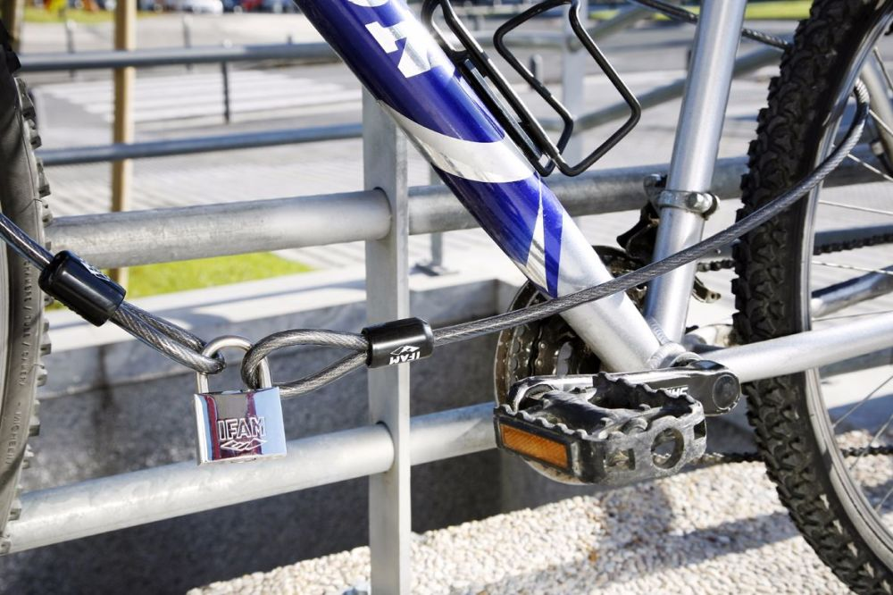 IFAM XL200 DOUBLE LOOP SECURITY CABLE WITH MARINE PADLOCK.