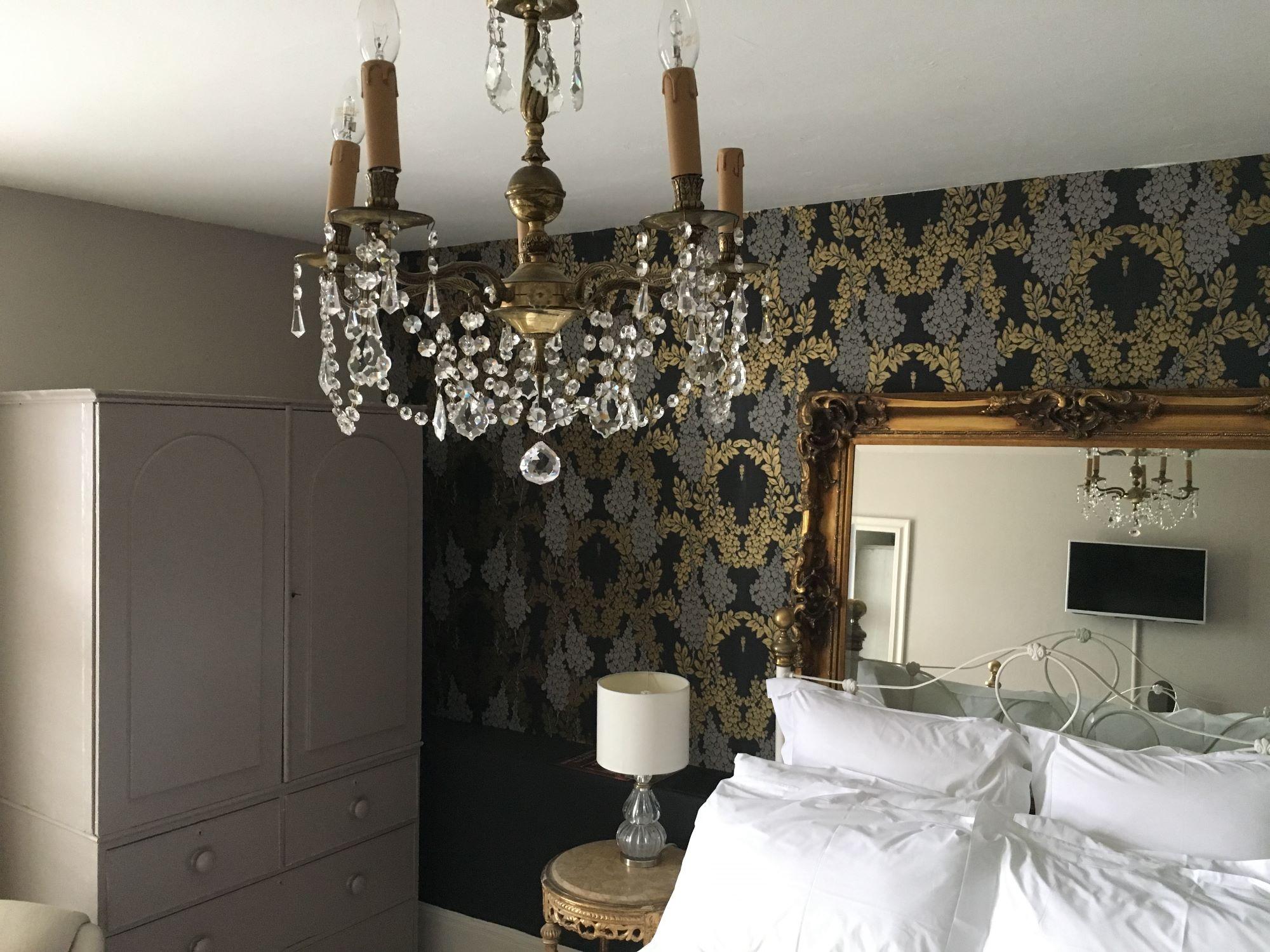 Brunyee chandelier