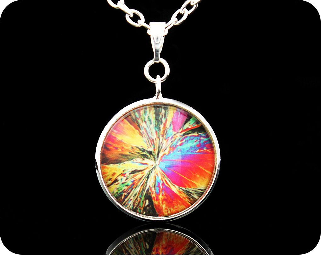 <!-- 00040 -->SCIENCE PENDANT - CITRIC ACID CRYSTALS BY POLARISED LIGHT MIC