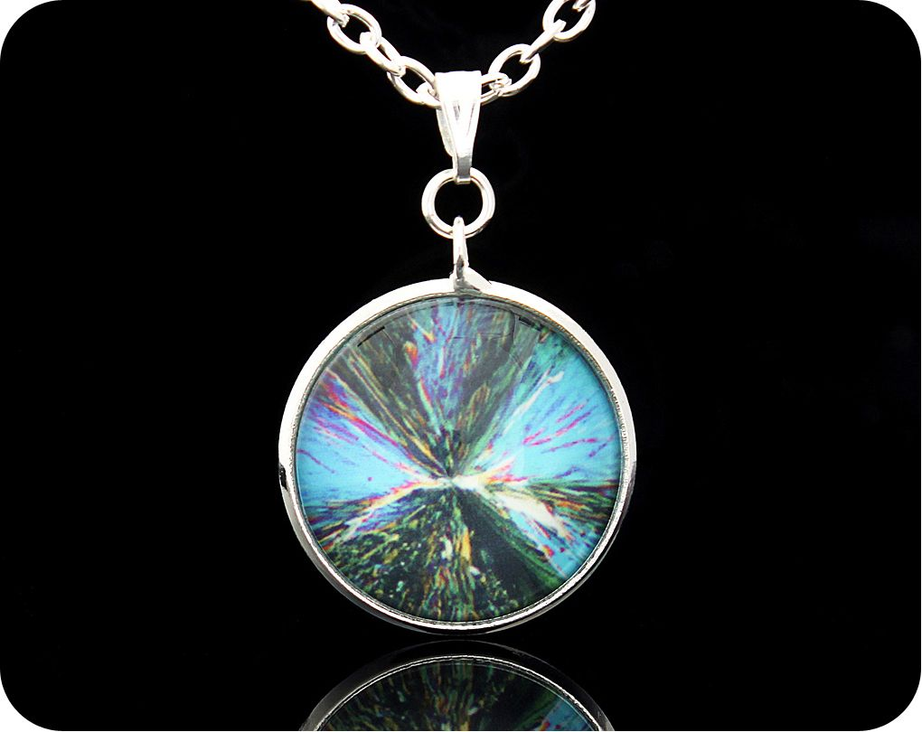 <!-- 00180 -->SCIENCE PENDANT - CHEMICAL CRYSTALS (CITRIC ACID) BY POLARISE
