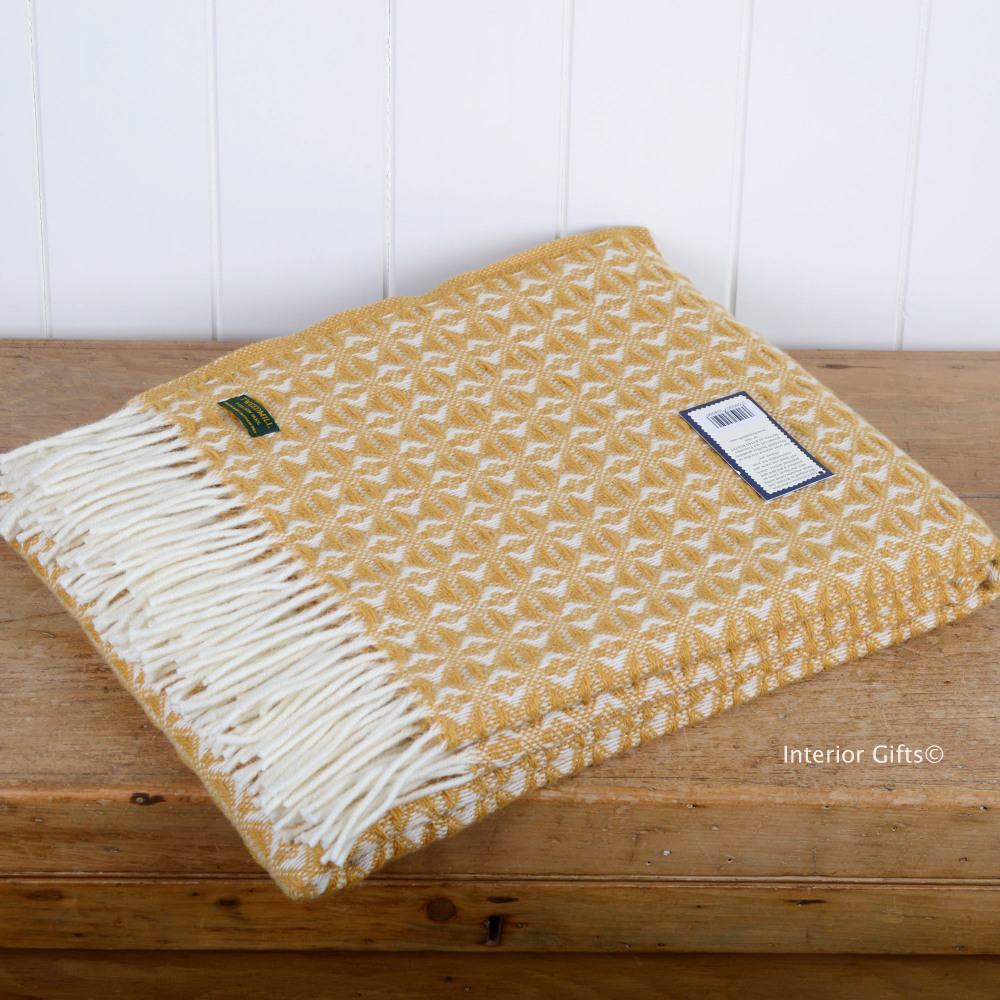 Tweedmill Antique Gold & Cream Throw in Pure New Wool with cream fringe.