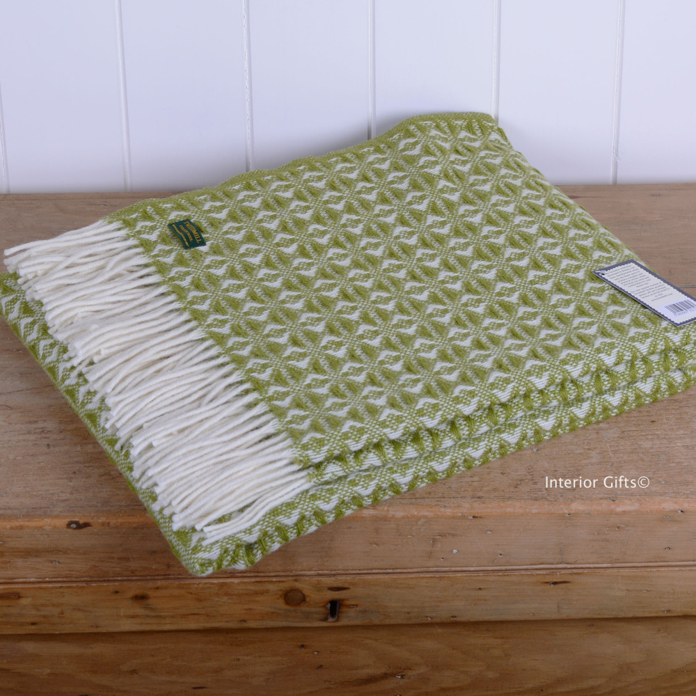 Tweedmill Apple Green & Cream Throw in Pure New Wool with cream fringe.