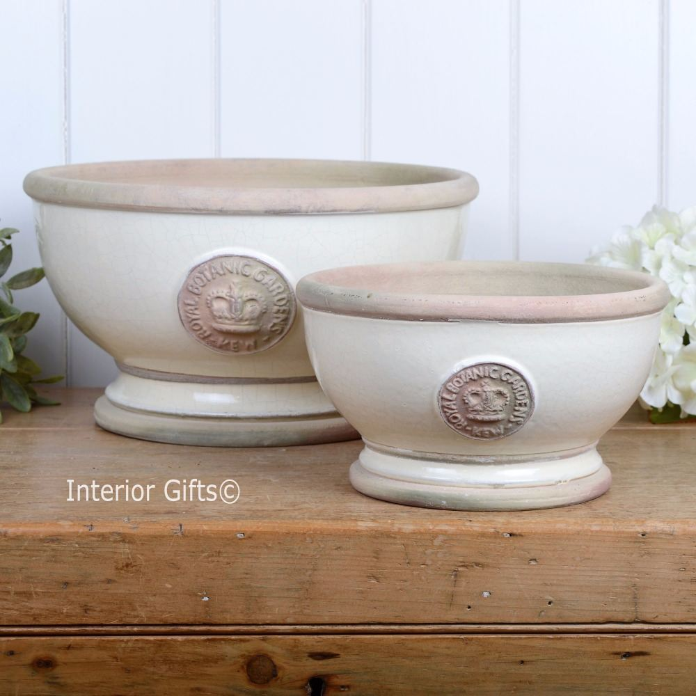 <!--002-->Footed Bowls