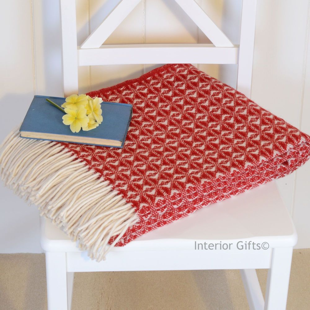 Tweedmill Red & Cream Throw in Pure New Wool with cream fringe.
