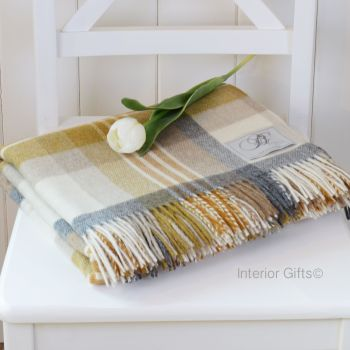 BRONTE by Moon Melbourne Gold & Cream Check Throw in Supersoft Merino Lambswool