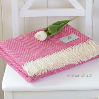 BRONTE by Moon Cerise Pink & Cream Variegated Herringbone Throw in 100% Shetland Pure New Wool