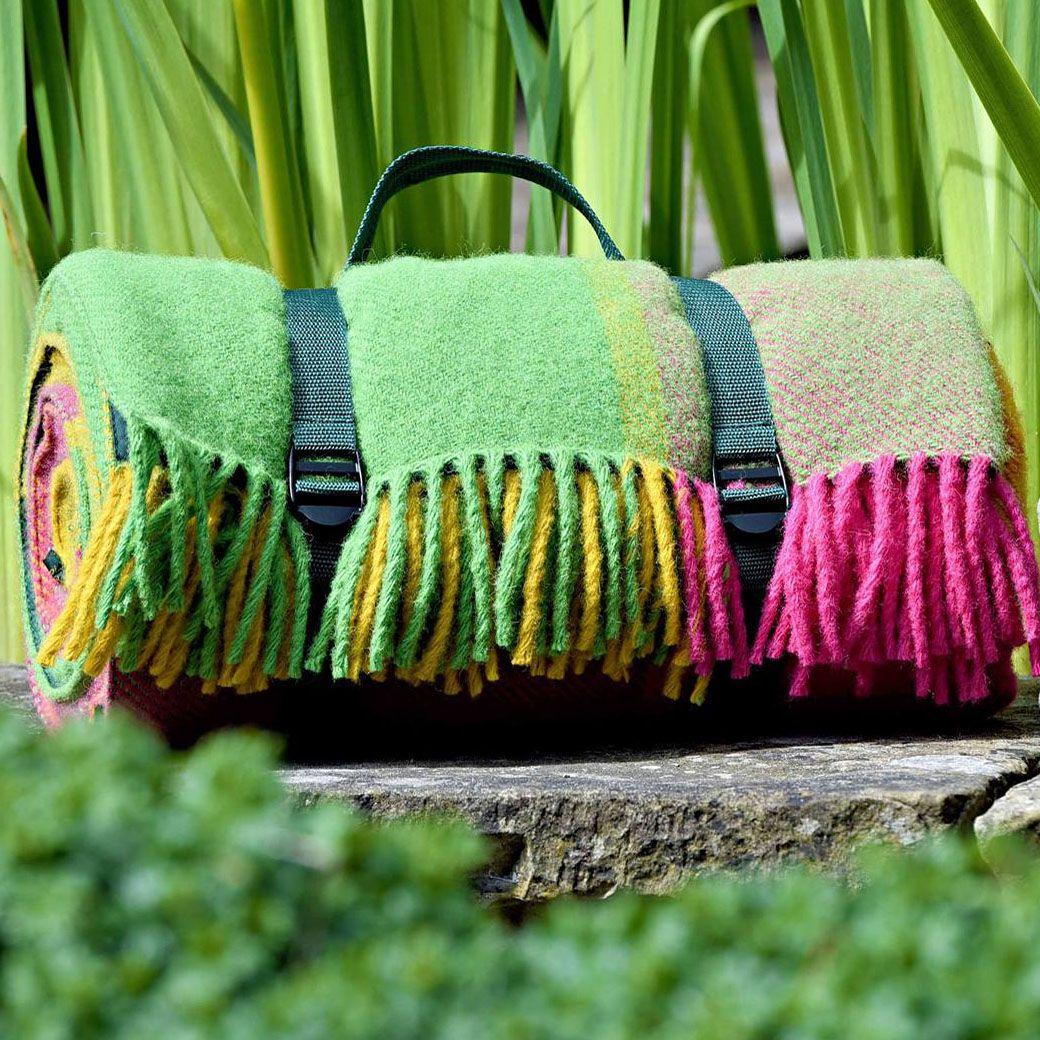 WATERPROOF Backed Wool Picnic DESIGNER Rug / Blanket in Bright Block Check