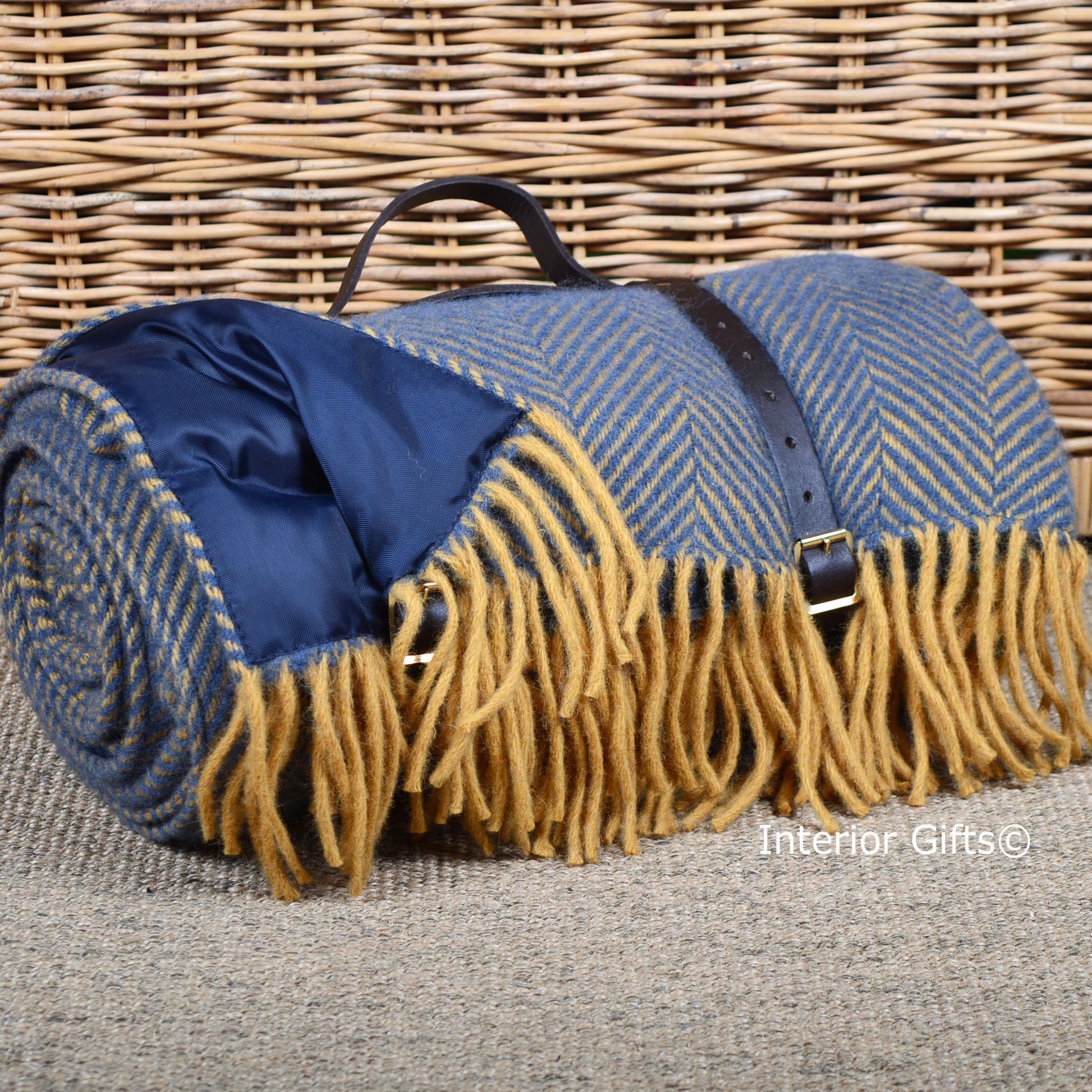 Tweedmill Waterproof All Wool Picnic Rug with carry strap