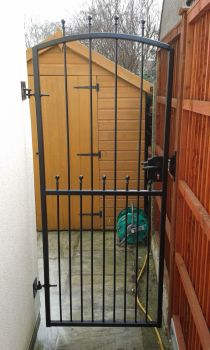 Tall single metal gate
