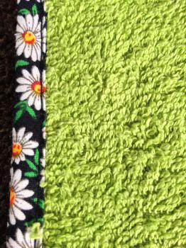 turbie close up green navy flower edge2