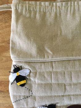 BEE DRAWSTRING FLAT
