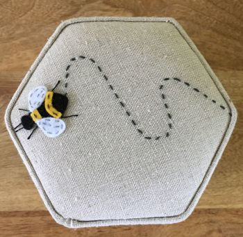 BEE SEWING CASE TOP
