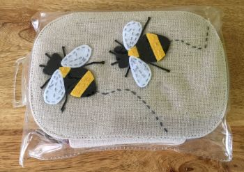 BEE SEWING KIT IN PLASTIC