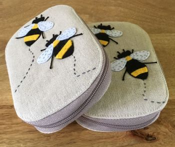 BEE SEWING KIT X 2 CLOSED