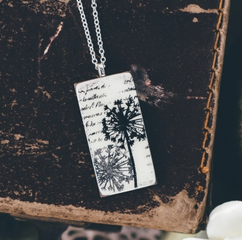 Monochrome tall pendant necklace