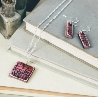 Pink pendant necklace and earrings set