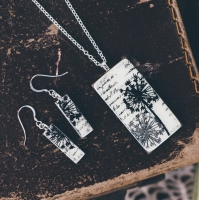 Monochrome tall pendant necklace and earrings set