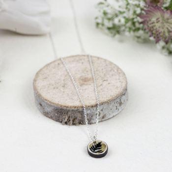 Natural mini circle pendant necklace