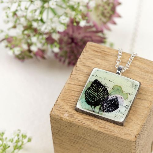Pale green pendant necklace