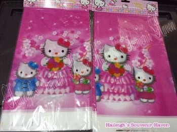 PLASTIC TABLE COVER: HELLO KITTY