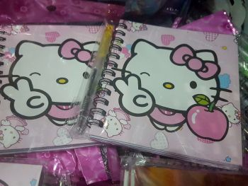 MINI-NOTEBOOK WITH PEN: HELLO KITTY