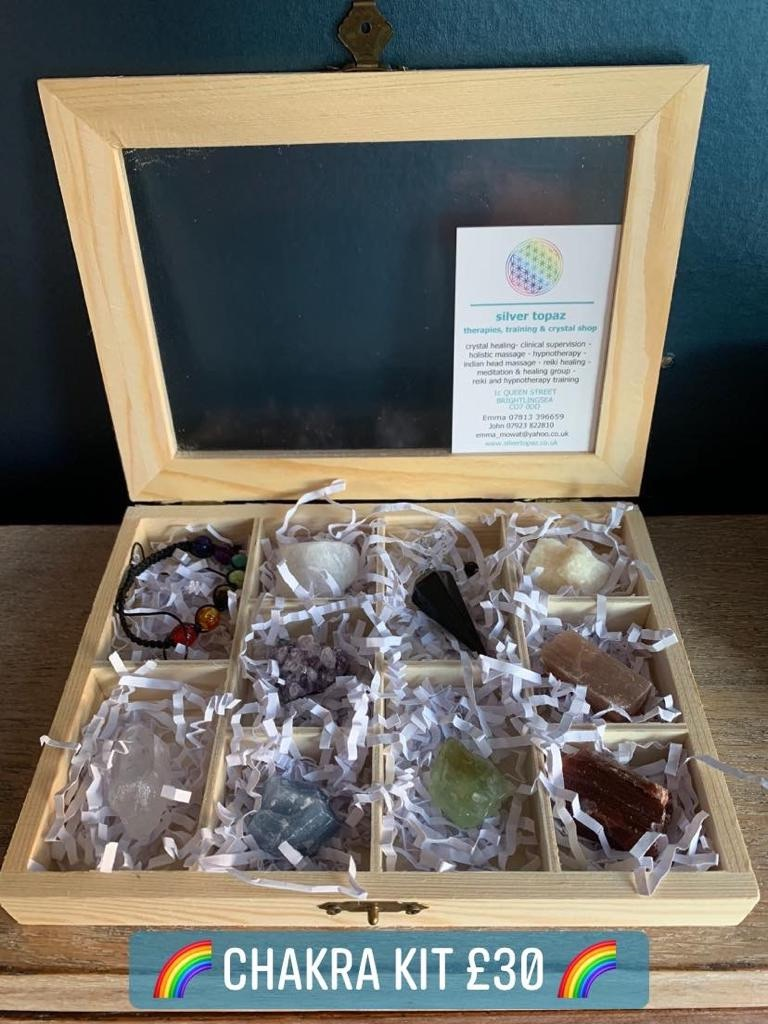 🌈 Chakra kit 🌈 Wooden display box containing chakra bead bracelet, crystal dowsing pendulum, clear quartz point and pieces of: snow quartz, amethyst, blue calcite, green calcite, yellow calcite, sunstone and red calcite £30