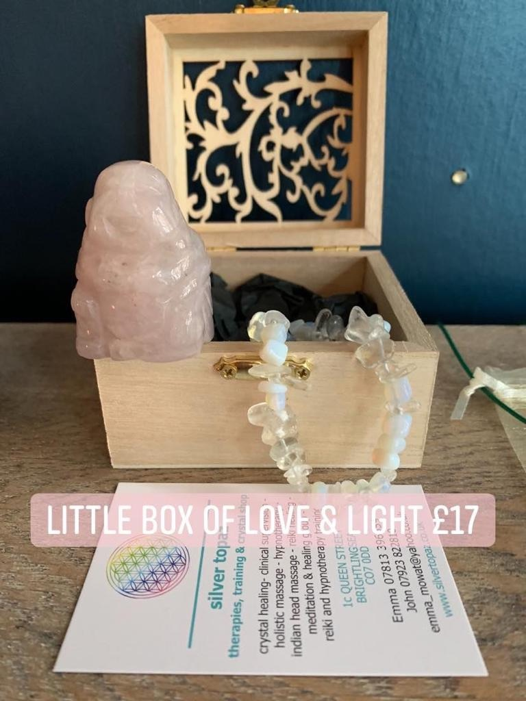 💡 Little box of love and light. Wooden box with rose quartz Buddha and opalite bracelet £17 💡