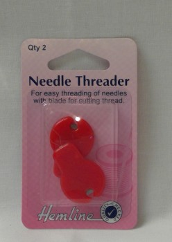 NEEDLE THREADER WITH CUTTING BLADE
