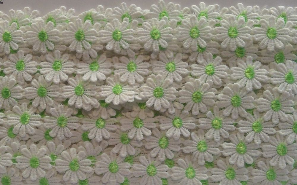 DAISY TRIM WITH  GREEN CENTRE
