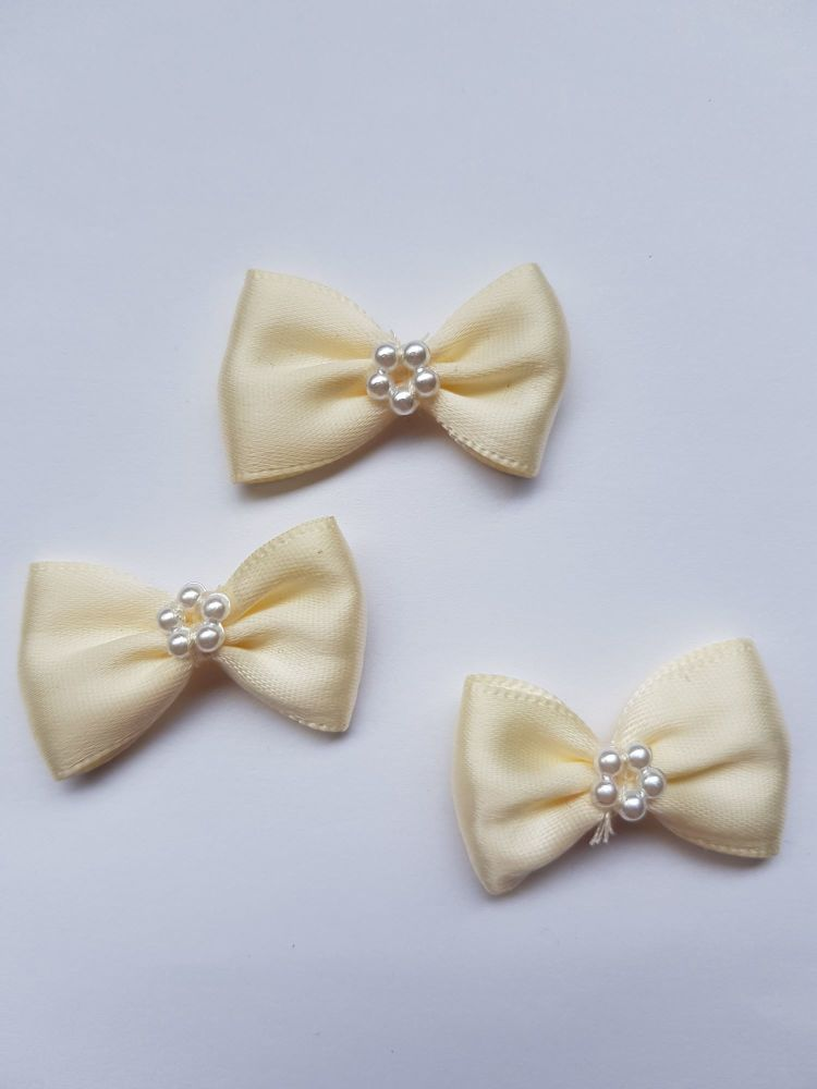 Cream Bow with Bead Centre (each)