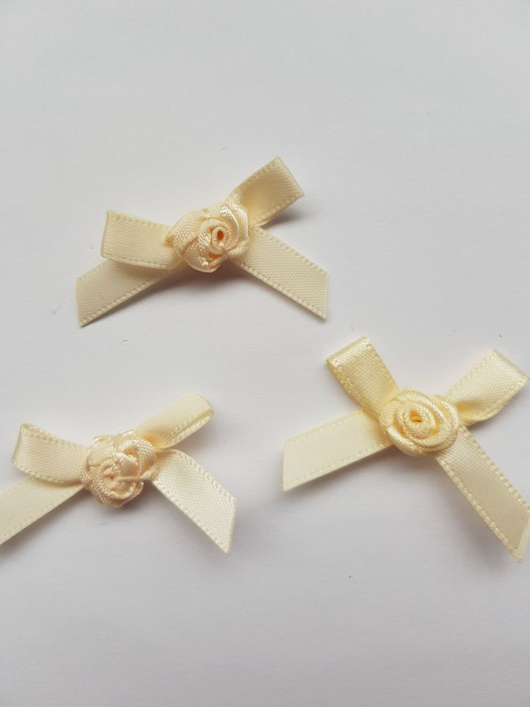Cream Ribbon with Rose Centre (each)