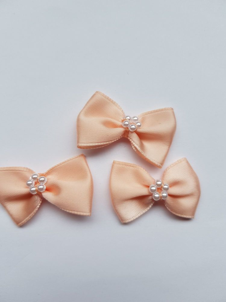 Peach Bow with Bead Centre (each)