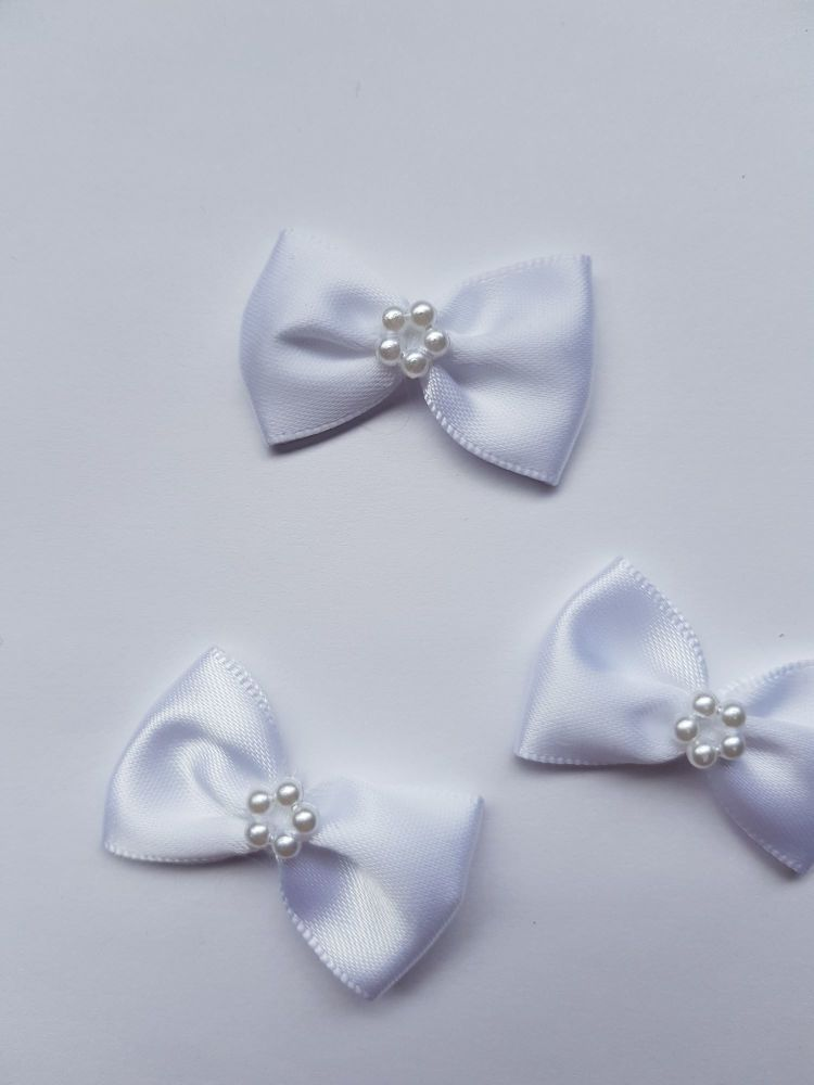 White Bow with Bead Centre (each)