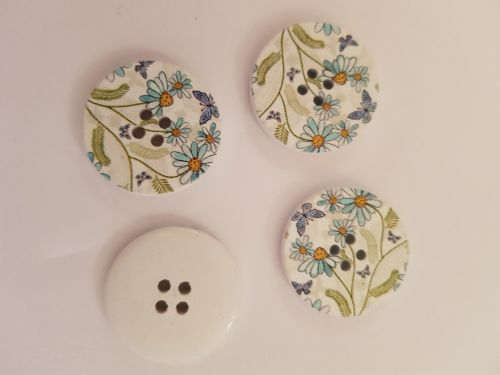 White with Flower Wooden Button 30mm (each)