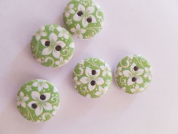 Green Wooden Flower Button 15mm (Pack of 10)