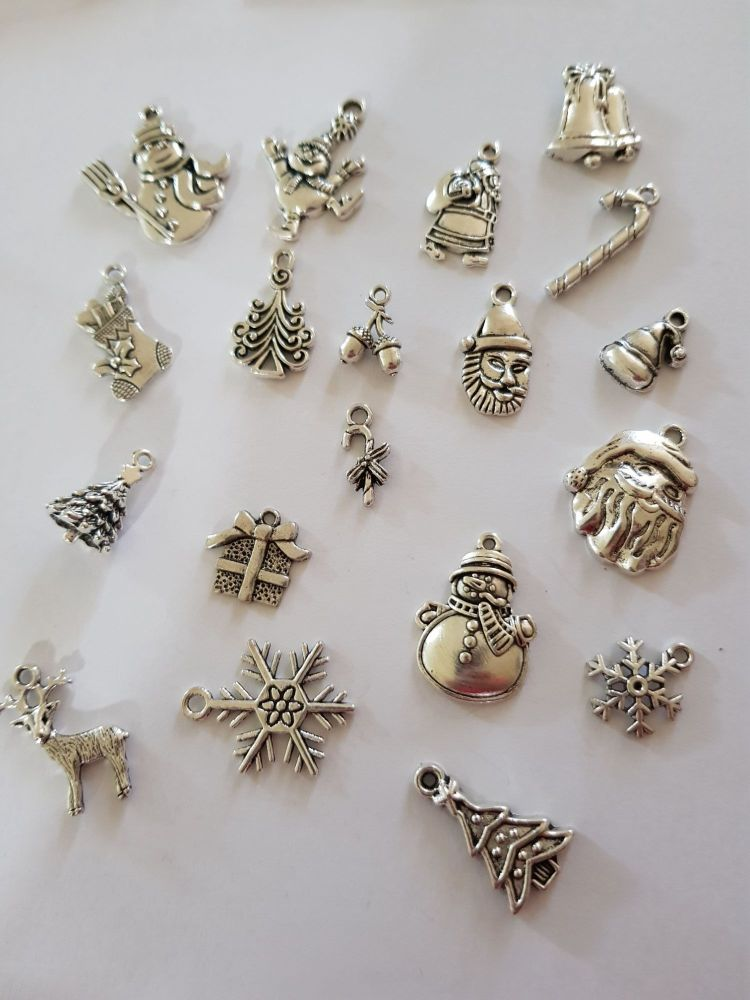 Christmas Charms (Pack of 6) CH03 Random Mix