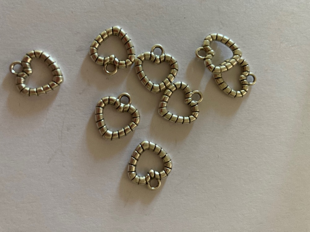 Heart Charms (Pack of 8) CH32