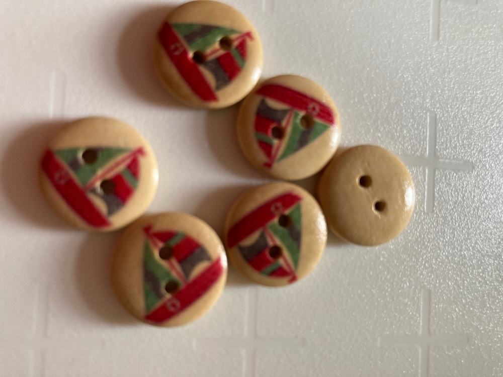 Wooden Yacht Buttons 15mm (Pack of 10) Green/ Red