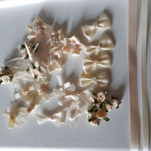 Embellishments/ Bow Pack  - Cream - FREE POSTAGE